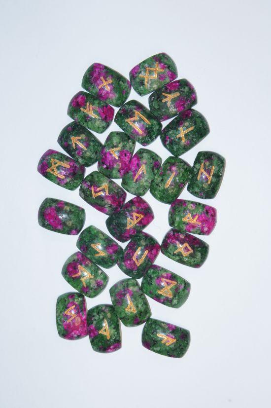 Руны каменные из родохризита  2,5*1,8*0,5 см  (прорезаны на кабошонах, 25 рун +инструкция).