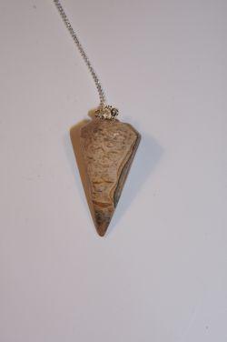 Маятник для биолокации из натурального камня.  Яшма песочная.  (Круглый)