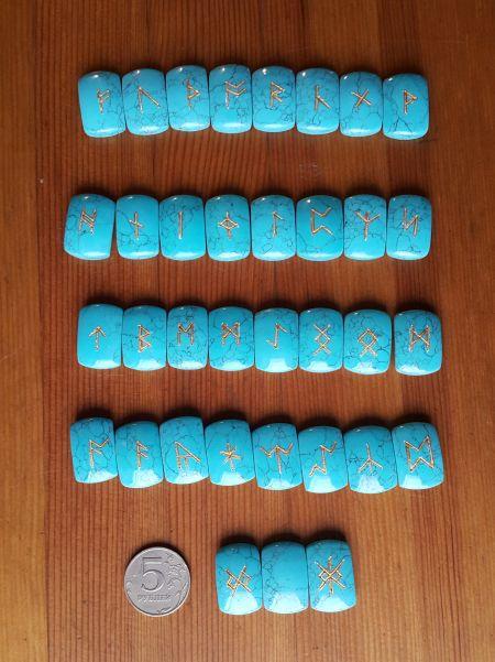 Нортрумбийские руны из бирюзы. (1,8*2,5*0,7 см, прорезаны 35 рун + инструкция)