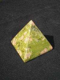 Магическая пирамида из унакита. (Зеленая яшма) 5*5 см