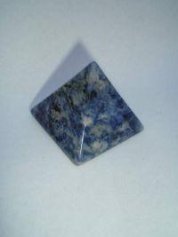 Магическая пирамида из содалита (морская яшма) малая 4*4 см