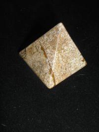 Магическая пирамида из яшмы песочной малая 4*4 см