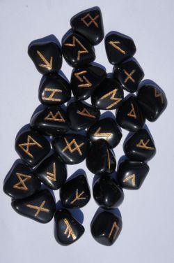 Руны каменные из обсидиана 2*2,3 см  (прорезаны, 25 рун + инструкция).
