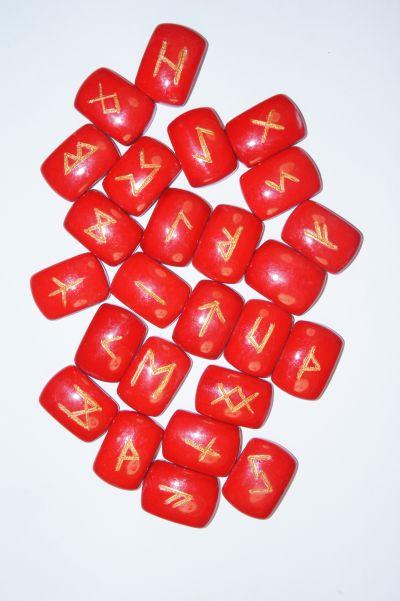 Руны каменные из красного коралла 1,6*2,5 см  (прорезаны, 25 рун +инструкция)