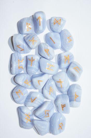 Руны каменные из голубого агата 3*2,5 см. (25 рун + инструкция).