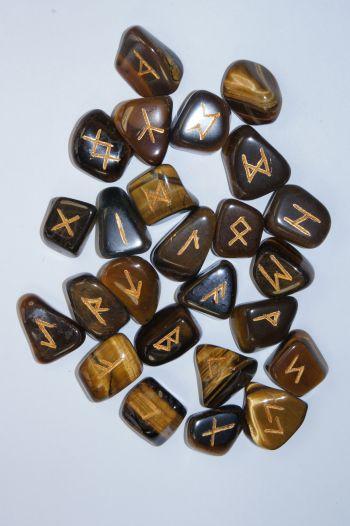 Руны каменные из тигрового глаза  2*2,2 см  (прорезаны, 25 рун +инструкция)