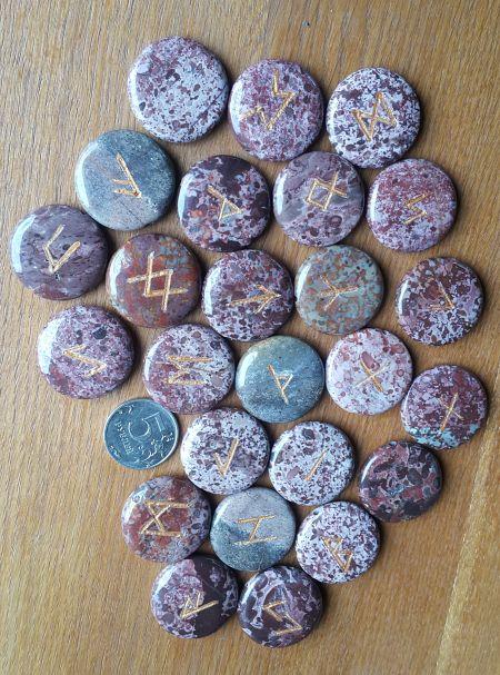 Руны каменные из вулканической яшмы. Прорезаны. (3*3 см. + инструкция)