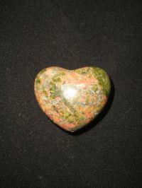 Сердечко из унакита  (зеленая яшма). Талисман на привлечение и сохранение любви.